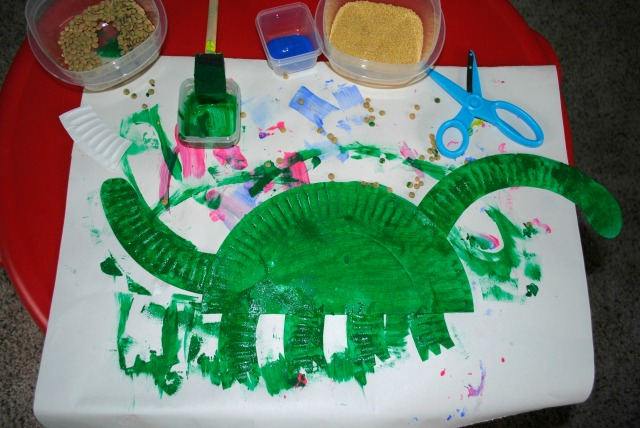 Dinosaur Scaly Paper Plate by Crayon Box Chronicles
